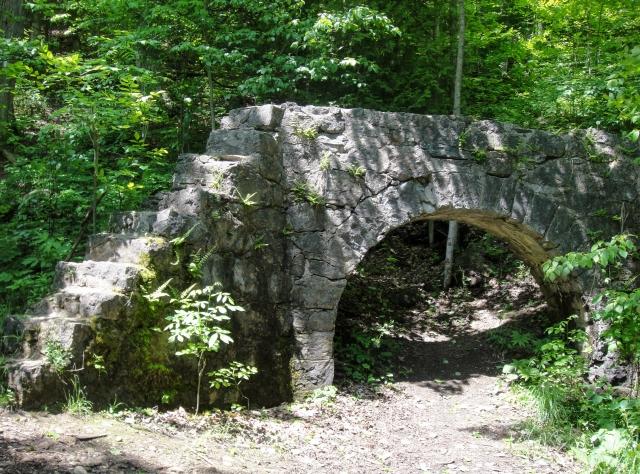 bruce-trail-arch