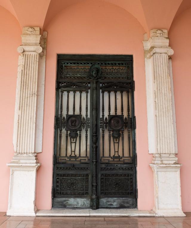 ringling-door1