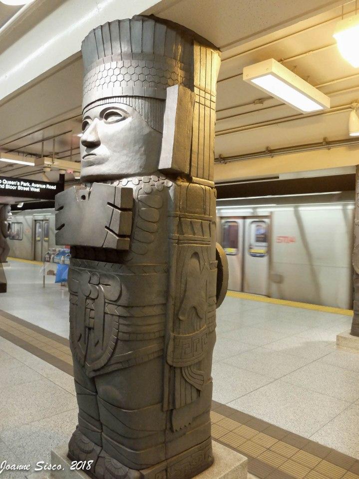 2016 - Toronto Museum subway stop