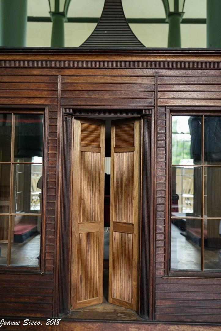 Sharon Temple - arc doors